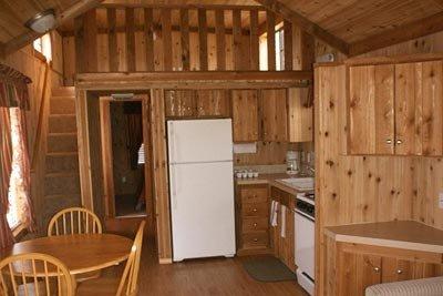 medina-lake-cabin-rental-02