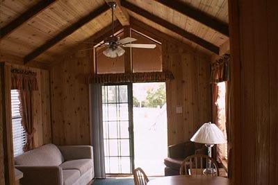 medina-lake-cabin-rental-03