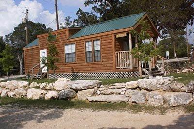 medina-lake-cabin-rental